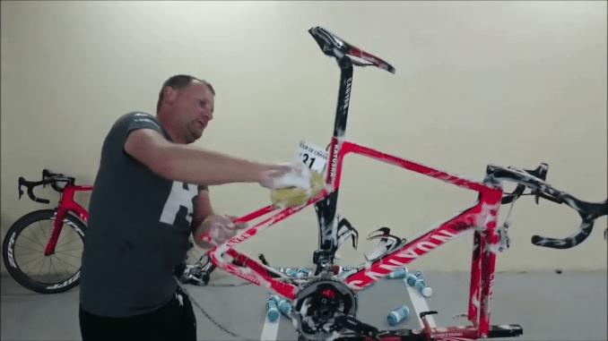 Katusha mechanic washing pro bikes
